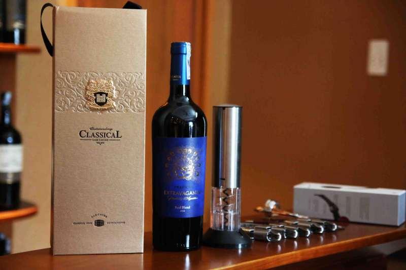 Rượu vang Argentina - Trapiche Extravaganza hộp gỗ 3 chai
